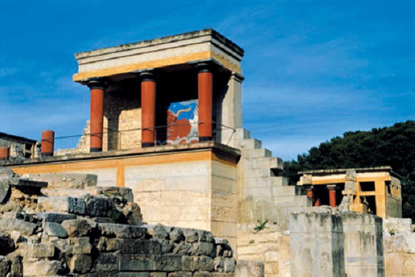 http://greeceforyou.ru/files/images/gallery/tour/2014/knossos_palace.jpg