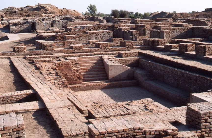 http://static4.therichestimages.com/cdn/864/563/90/cw/wp-content/uploads/2014/10/Mohenjo-Daro-Houses.jpg