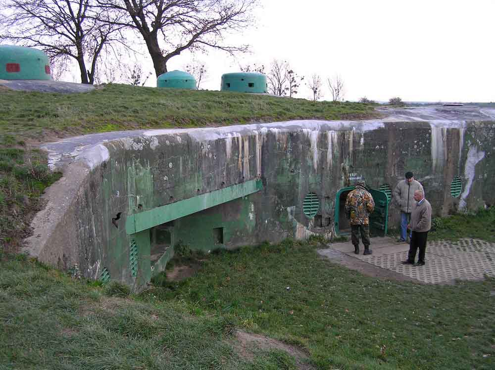 http://alpintour.com.ua/images/stories/ekskyrsionnie_turi/ekskyrsii_po_ukraine/muzej_oruzhia_1.jpg