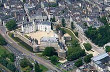 https://upload.wikimedia.org/wikipedia/commons/thumb/c/c8/Nantes_a%C3%A9rien_ch%C3%A2teau3.jpg/220px-Nantes_a%C3%A9rien_ch%C3%A2teau3.jpg