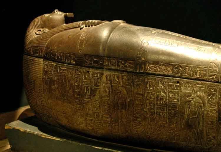 http://chudesnyemesta.ru/wp-content/uploads/2015/07/Sarkofag-faraona-Psusennesa-I.jpg